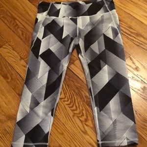 Black and white patterned workout cropped pants